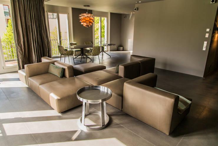 Living the life - Apartment im Herzen Berlins: moderne Wohnzimmer von Conni Kotte Interior