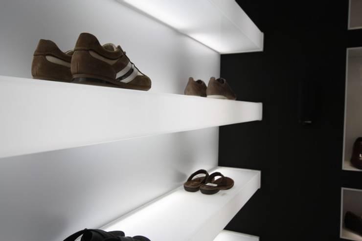 Winkelcentra door Estudio Sergio Castro arquitectura