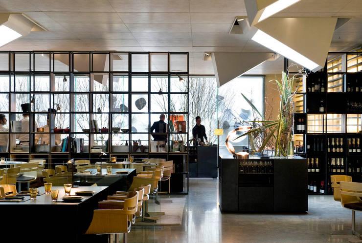 Roca MOO: Locales gastronómicos de estilo  de Sandra Tarruella Interioristas