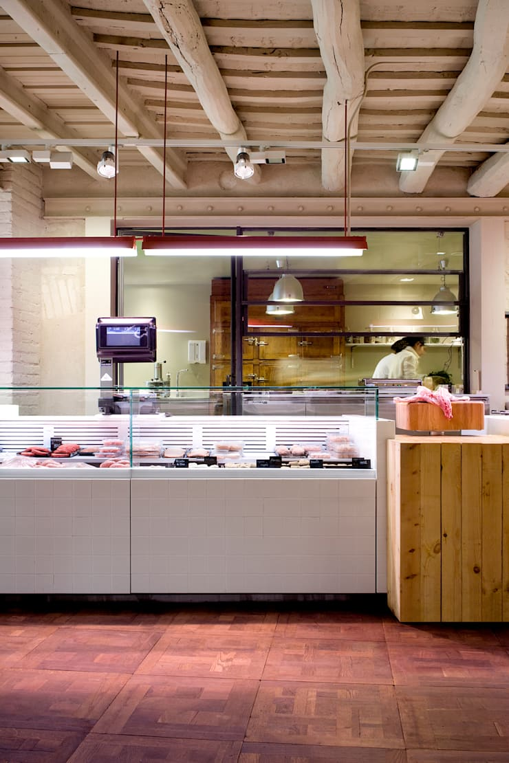 Carnicería Corella: Locales gastronómicos de estilo  de Sandra Tarruella Interioristas