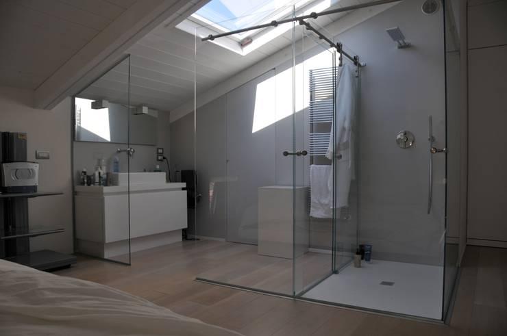 Interior design - White Loft Treviso Italy: Bagno in stile  di IMAGO DESIGN