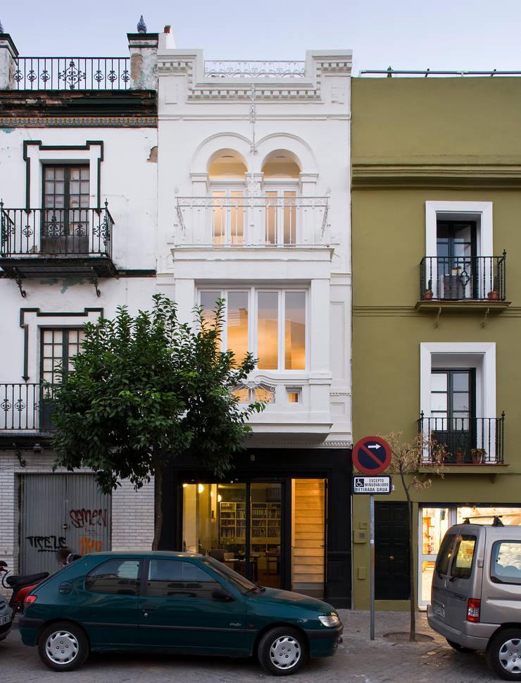 Rehabilitación de Vivienda Unifamiliar en Plaza Montesión: Casas de estilo  de Donaire Arquitectos