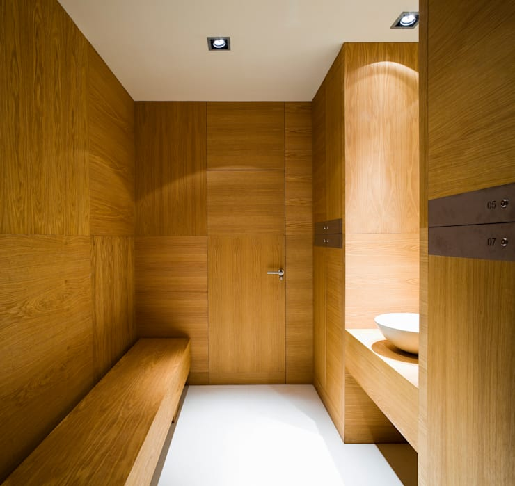 Hotel EME en Sevilla, España: Baños de estilo  de Donaire Arquitectos