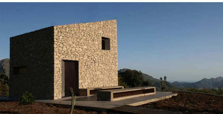 Refugio de montaña: Casas de estilo rural de Borja Garcia Studio