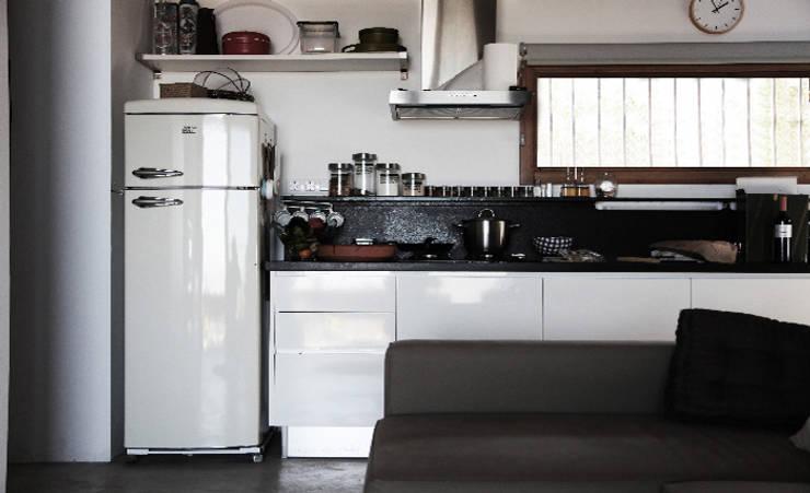 Refugio de montaña: Cocinas de estilo rural de Borja Garcia Studio