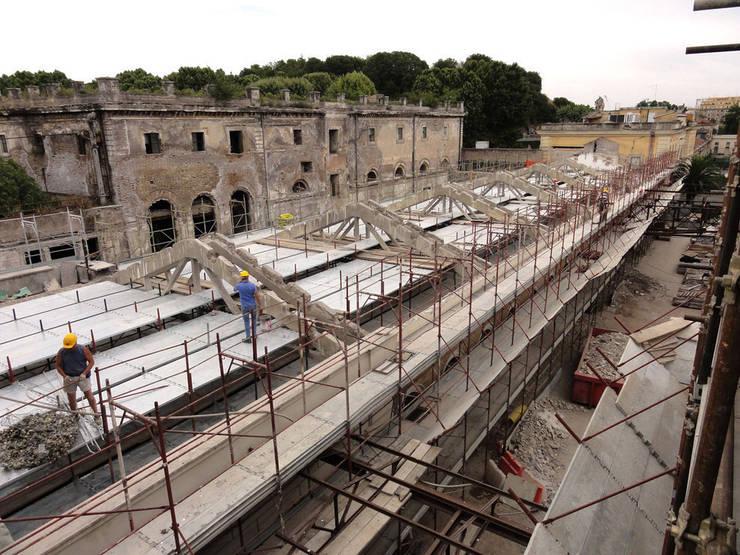 Cantiere Padiglione 2B: Spazi commerciali in stile  di Insula architettura e ingegneria srl