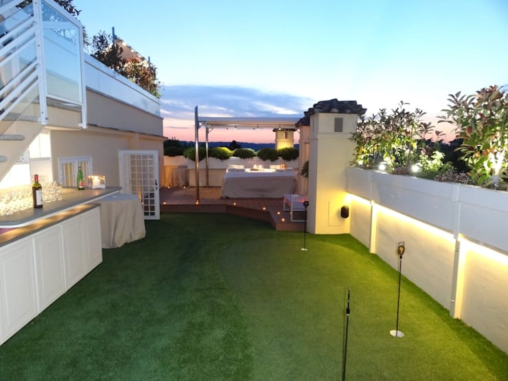 Golf in terrazza: Terrazza in stile  di sabigarden