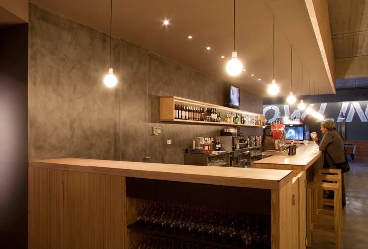Restaurante Ozone: Bares y Clubs de estilo  de Oscar Vidal Studio