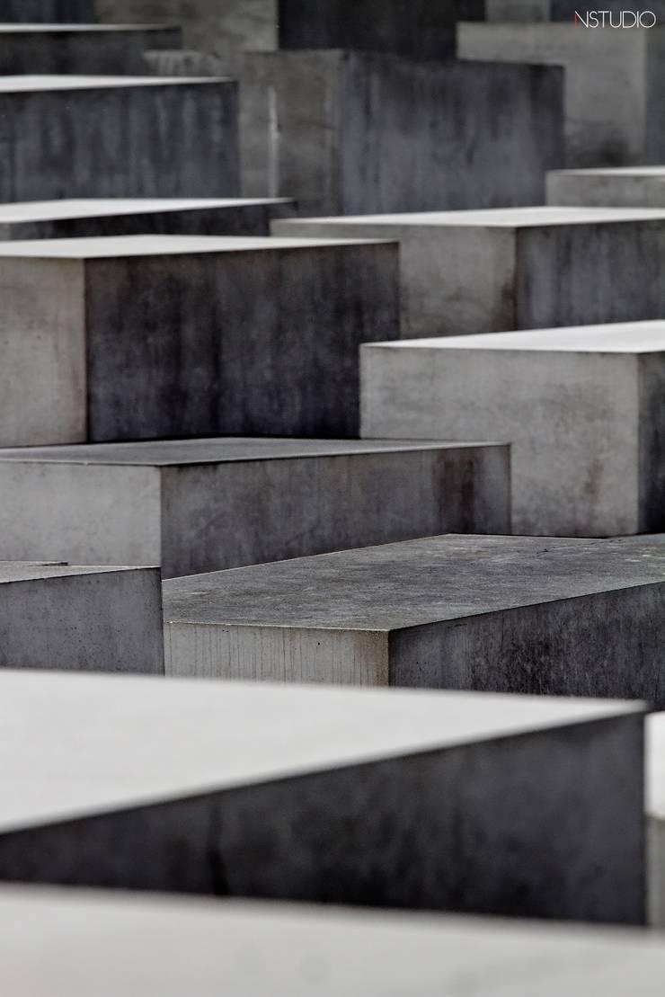 Corredor, vestíbulo e escadas  por NSTUDIO