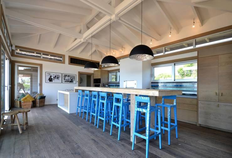 Cuisine en béton - Spérone: Cuisine de style de style Moderne par Concrete LCDA