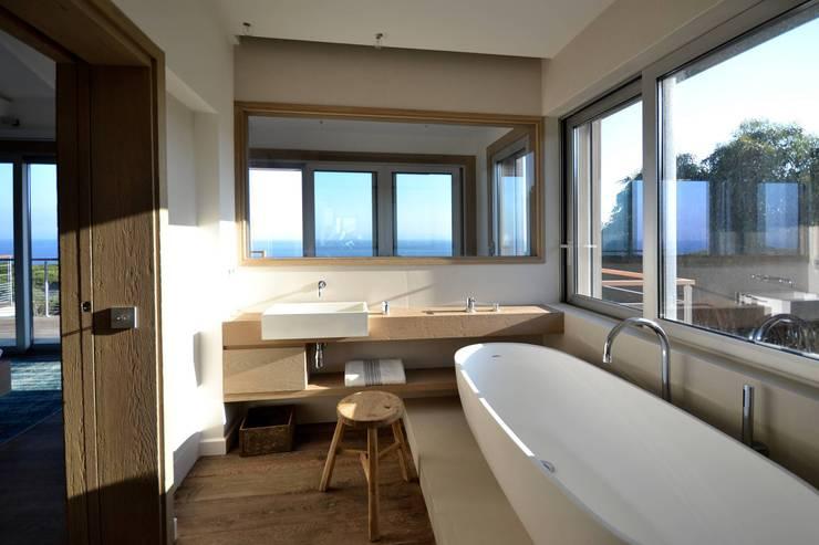 Salle de bain en béton - Spérone: Salle de bain de style  par Concrete LCDA