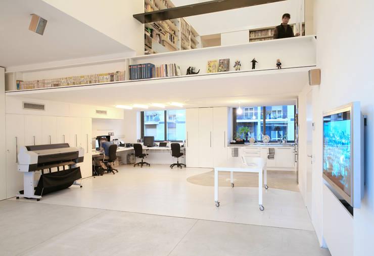 Salas multimedia de estilo industrial de roberto murgia architetto
