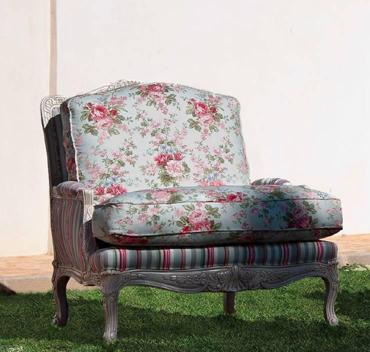 Un sillón, si.... pero diferente!ª: Salones de estilo  de MUMARQ ARQUITECTURA E INTERIORISMO