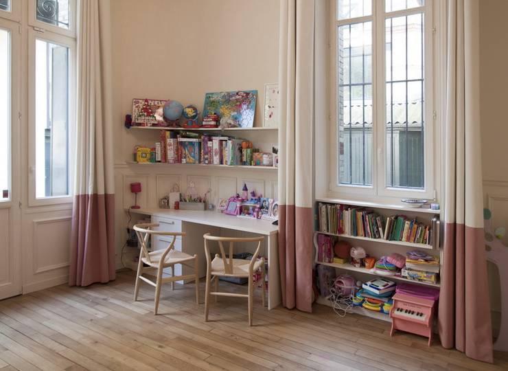 Appartement Luxembourg. Chambre enfant: Chambre d'enfant de style  par FELD Architecture