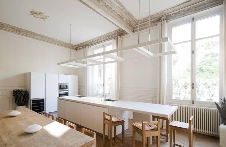 Appartement Luxembourg. Cuisine: Cuisine de style  par FELD Architecture