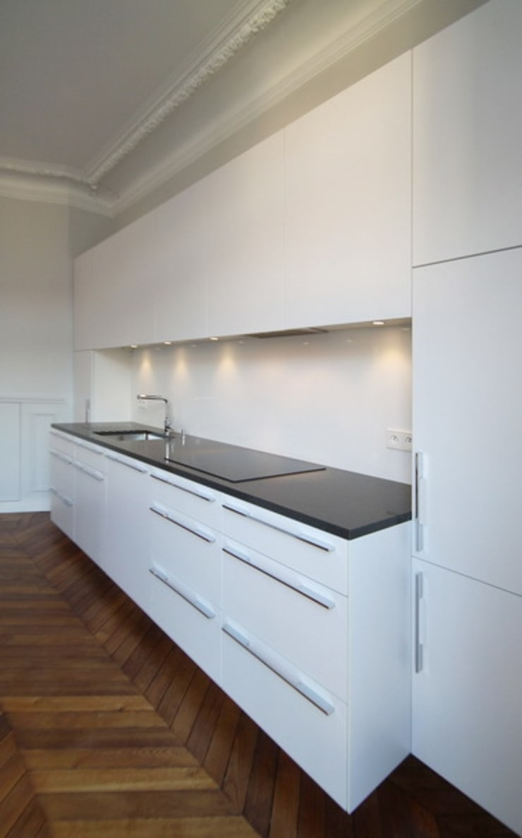 Appartement Saint Germain des Pres: Cuisine de style de style Moderne par FELD Architecture