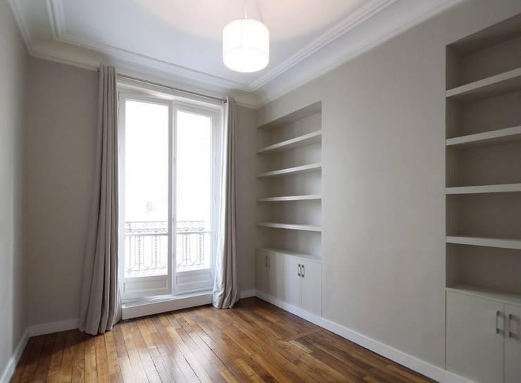 Appartement Saint Germain des Pres: Chambre de style de style Moderne par FELD Architecture