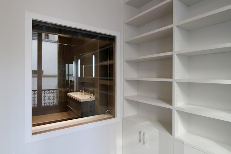 Appartement Saint Germain des Pres: Bureau de style de style Moderne par FELD Architecture