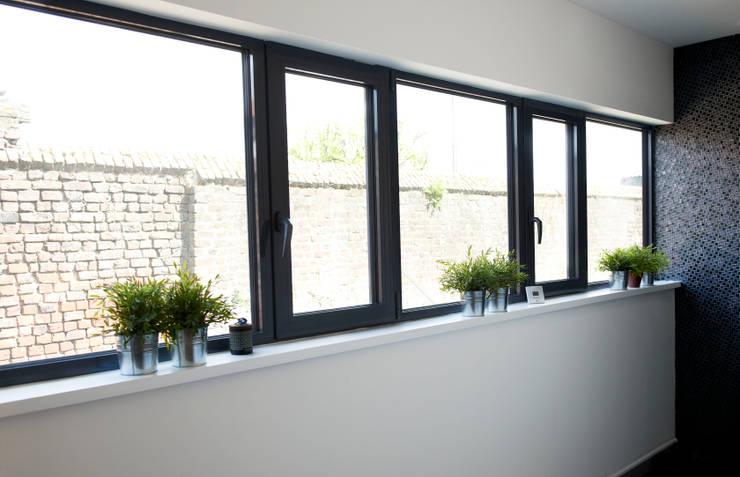 Maison entièrement équipée de vitrage chauffant:  de style  par Vitrum Glass