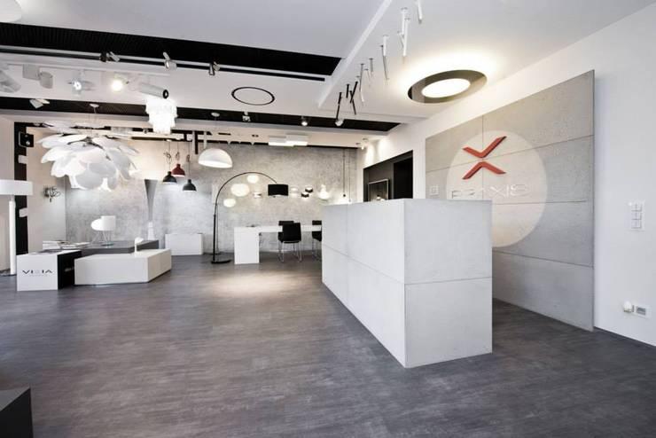 ekspozycja produktowa : styl , w kategorii Powierzchnie handlowe zaprojektowany przez TG STUDIO