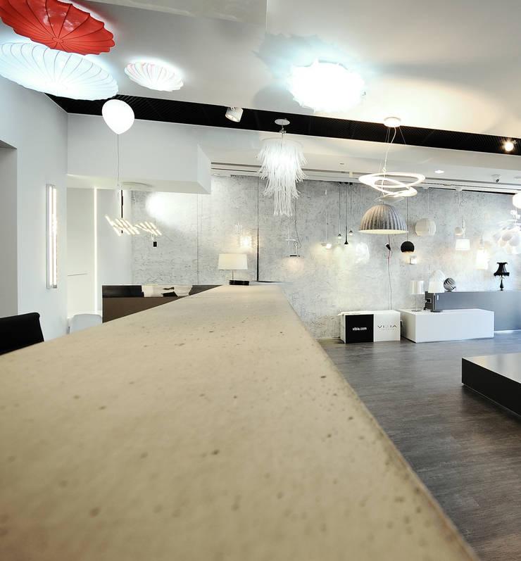 ekspozycja prodyktowa : styl , w kategorii Powierzchnie handlowe zaprojektowany przez TG STUDIO