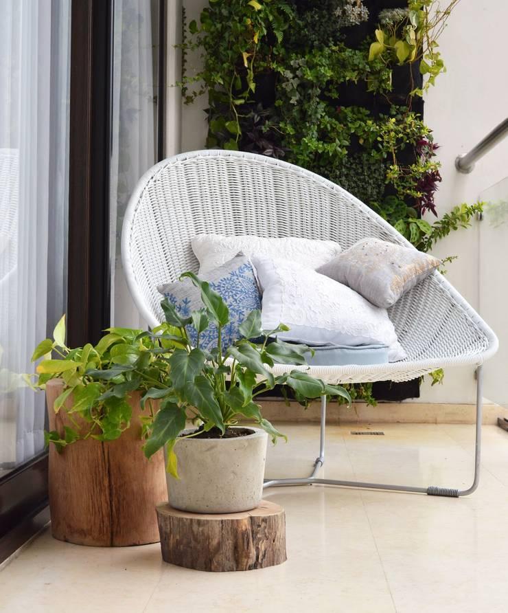 Macetas de madera para decorar tus exteriores: Hogar de estilo  por MADERA