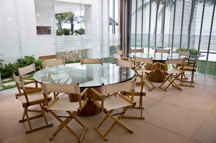 Salas de estilo  por Renato Teles Arquitetura