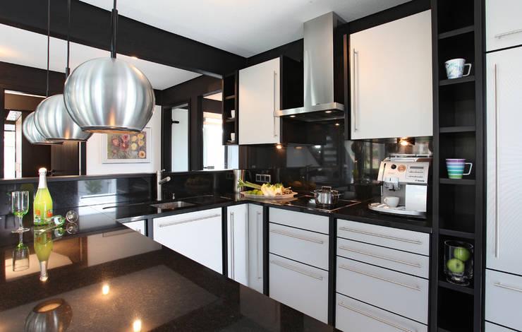 Cocinas de estilo moderno de DAVINCI HAUS GmbH & Co. KG Moderno
