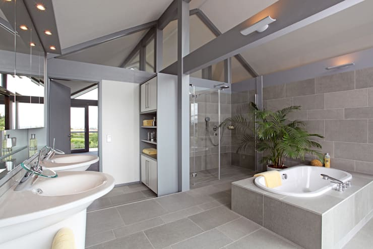 Bathroom by DAVINCI HAUS GmbH & Co. KG