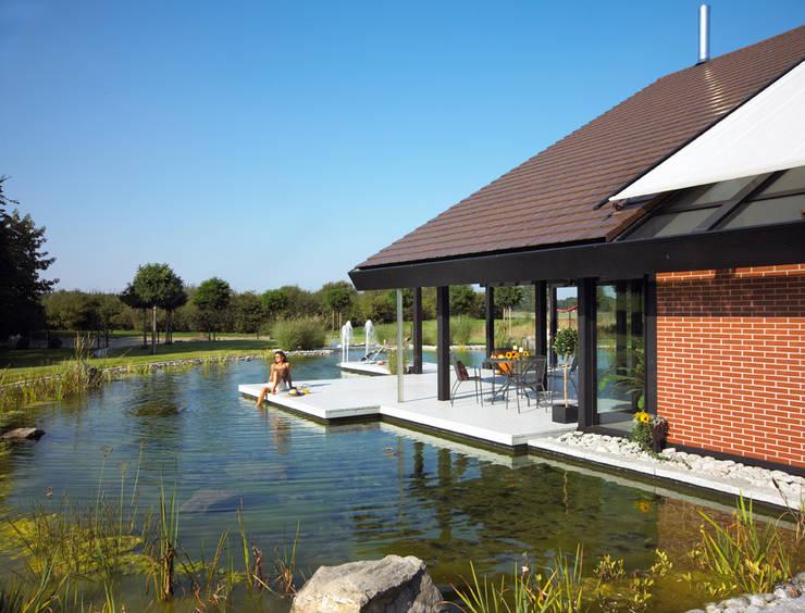 Terrazas de estilo  de DAVINCI HAUS GmbH & Co. KG