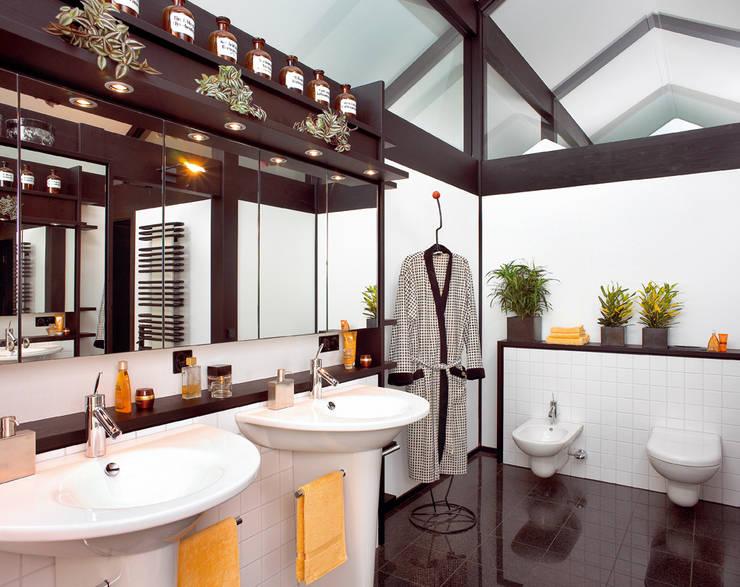 ห้องน้ำ by DAVINCI HAUS GmbH & Co. KG