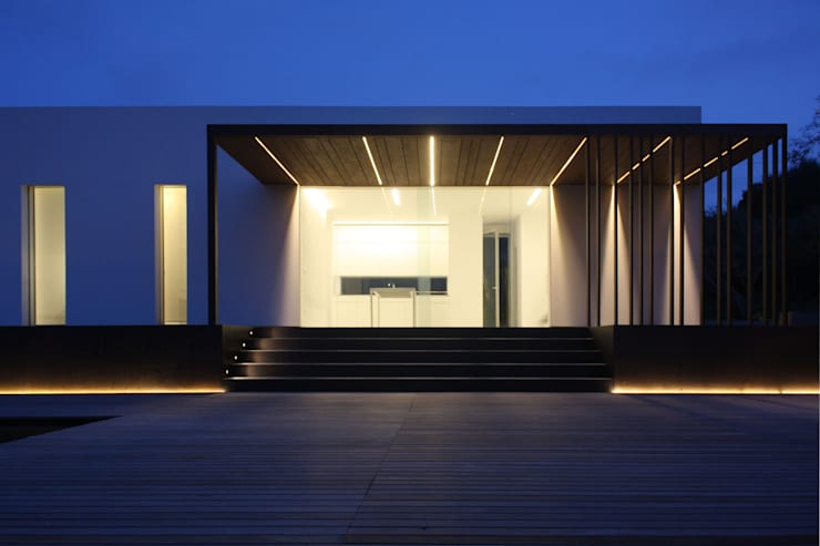 villa B&D: Balcone, Veranda & Terrazzo in stile  di COTTONE+INDELICATO ARCHITETTI