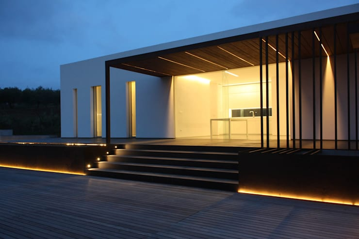 villa B&D: Terrazza in stile  di COTTONE+INDELICATO ARCHITETTI