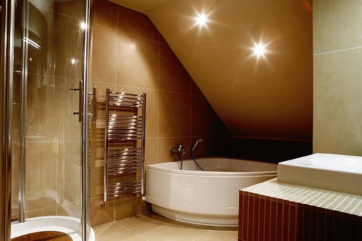 maison dans le 77: Salle de bains de style  par Agence KP
