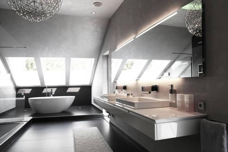 Ванные комнаты в . Автор – Bolz Licht & Wohnen