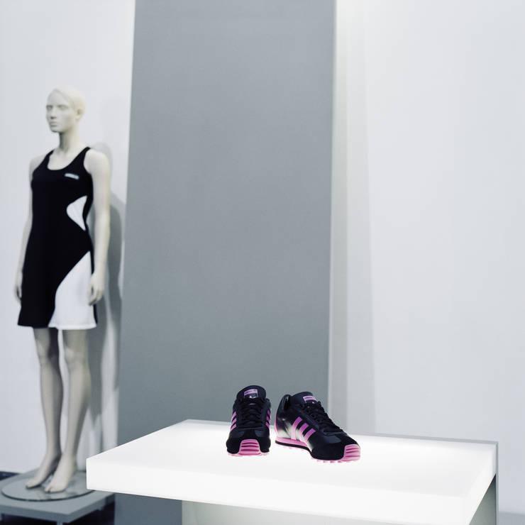 Negozi & Locali commerciali in stile  di Marius Schreyer Design