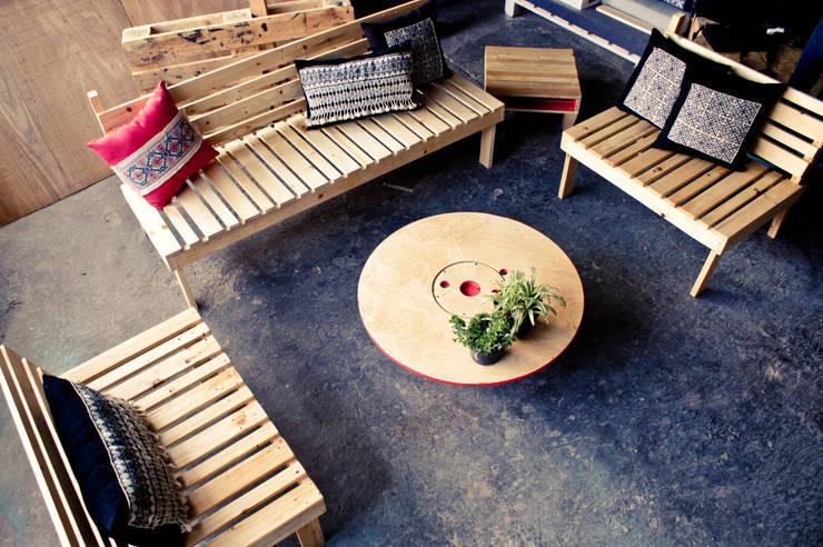 Jardines de estilo  por amiko espacios