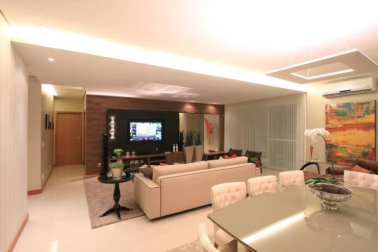 Home: Sala de estar  por CASA Arquitetura e design de interiores,