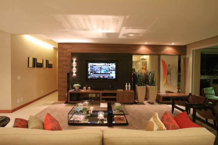 Living room by CASA Arquitetura e design de interiores