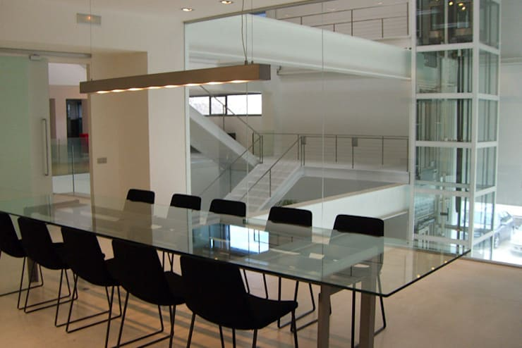 Oficinas y tiendas de estilo moderno de Lucarelli Rapisarda Architettura & Design Moderno