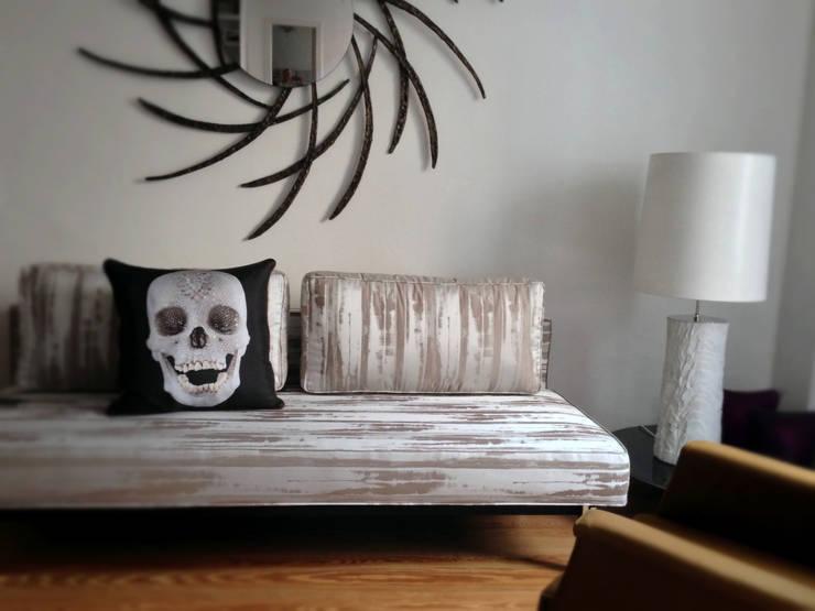 Salas de estar ecléticas por Conni Kotte Interior Eclético