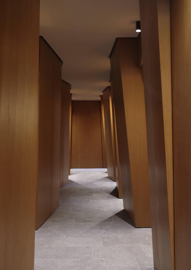 Centro Olos: Ingresso & Corridoio in stile  di G. Giusto - A. Maggini - D. Pagnano