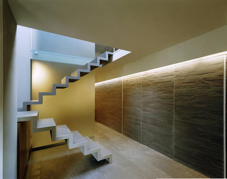Pasillos y vestíbulos de estilo  de G. Giusto - A. Maggini - D. Pagnano