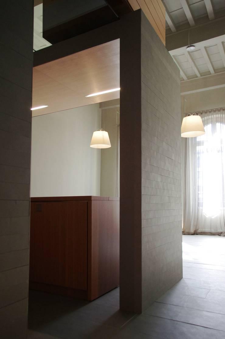 Alloggio in Piazza dei Ciompi: Soggiorno in stile in stile Moderno di G. Giusto - A. Maggini - D. Pagnano