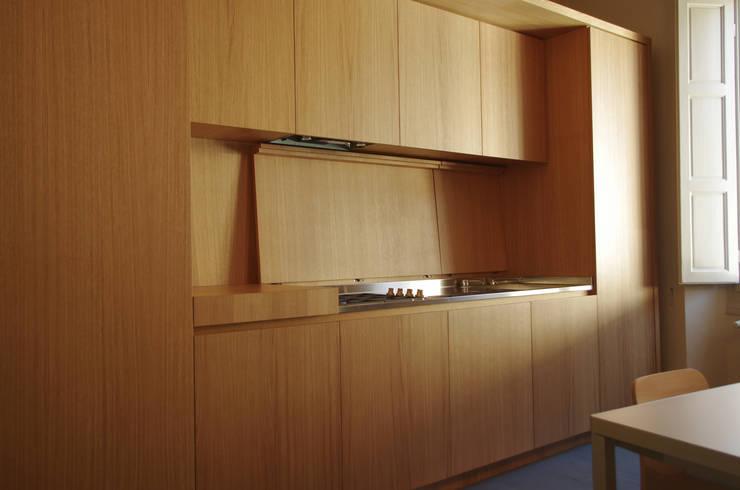 Alloggio in Via dei Pilastri: Cucina in stile in stile Moderno di G. Giusto - A. Maggini - D. Pagnano