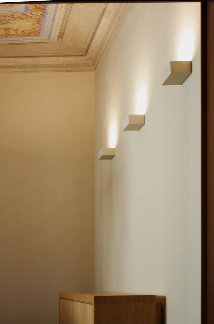 Alloggio in Via dei Pilastri: Soggiorno in stile in stile Moderno di G. Giusto - A. Maggini - D. Pagnano