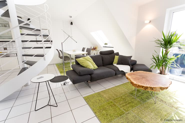 Moderne Maisonette Wohnung: moderne Wohnzimmer von Zimmermanns Kreatives Wohnen
