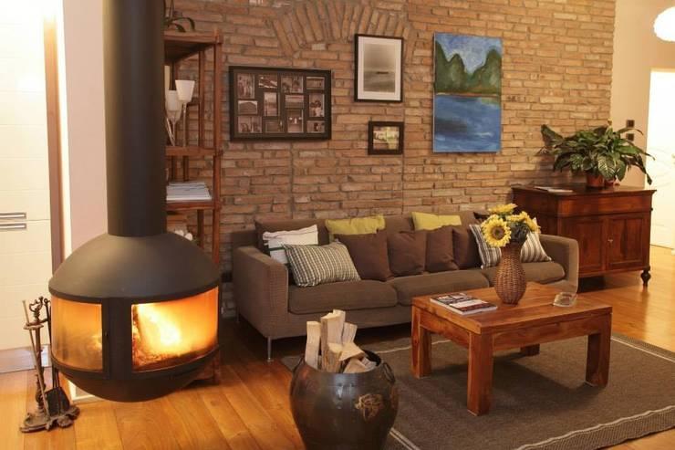 Home Restyling: Soggiorno in stile  di Bologna Home Staging