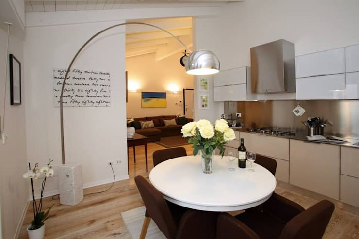 RESTYLING CUCINA: Cucina in stile  di Bologna Home Staging