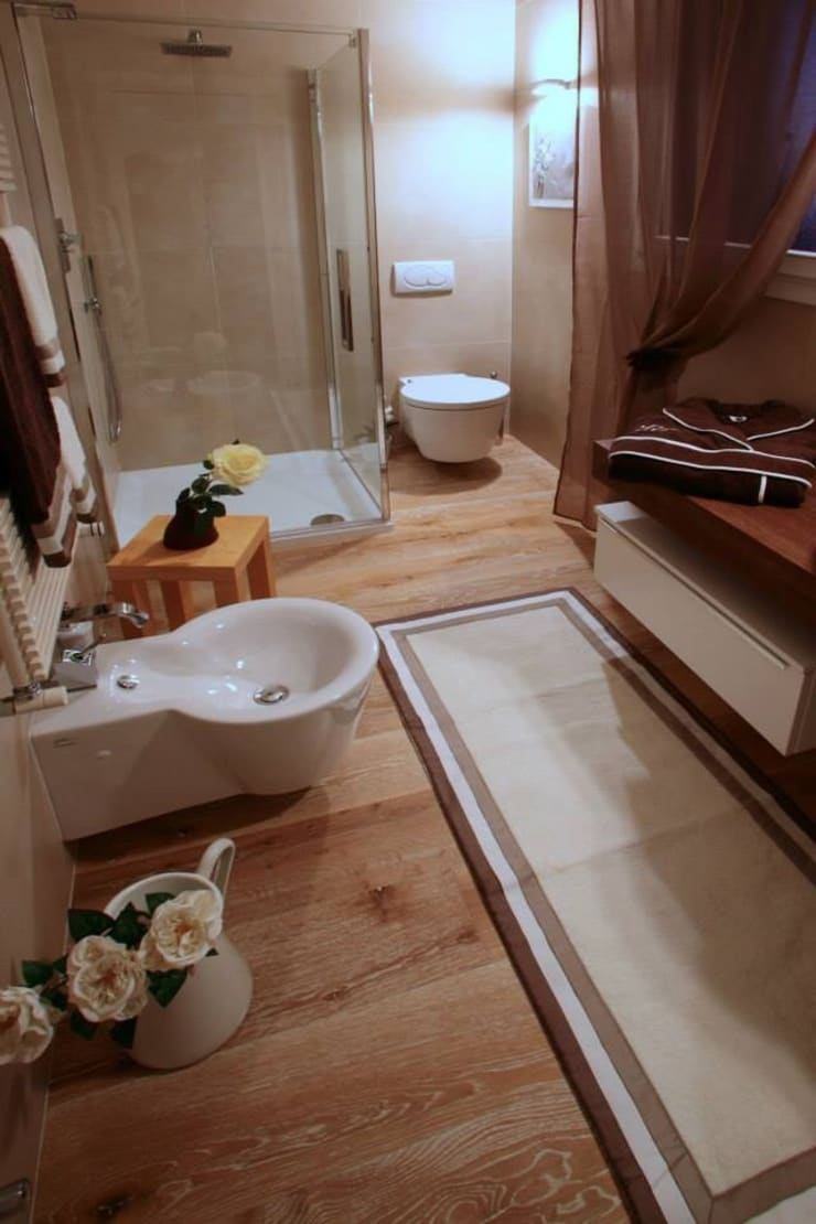 Home Restyling: Bagno in stile  di Bologna Home Staging
